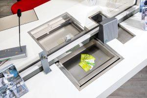 Banque d'accueil : Passe-documents, Passe-monnaies, Interphone de guichets sécurisés, présentoirs de document ...