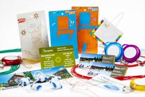 Billetterie, cartes de fidélité, badges d'identification, système d'attaches et élastique