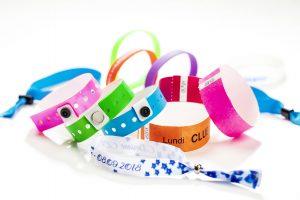 Bracelets Événementiels : Tyvek, Silicone, Vinyle, Plastique - Idéal pour les campings, parcs d'attractions, festivals, concerts ...